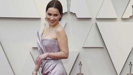 Herečka Emilia Clarke prišla v kreácii Balmain.