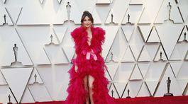 Herečka Linda Cardellini si obliekla model Schiaparelli Haute Couture.