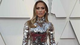 Speváčka Jennifer Lopez v trblietavej kreácii Tom Ford.