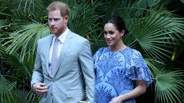 Princ Harry a jeho manželka Meghan, vojvodkyňa zo Sussexu zavítala do súkromnej rezidencie marockého kráľa Mohammeda VI v Rabate. Tehotná Meghan vyzerala očarujúco v kreácii Carolina Herrera.
