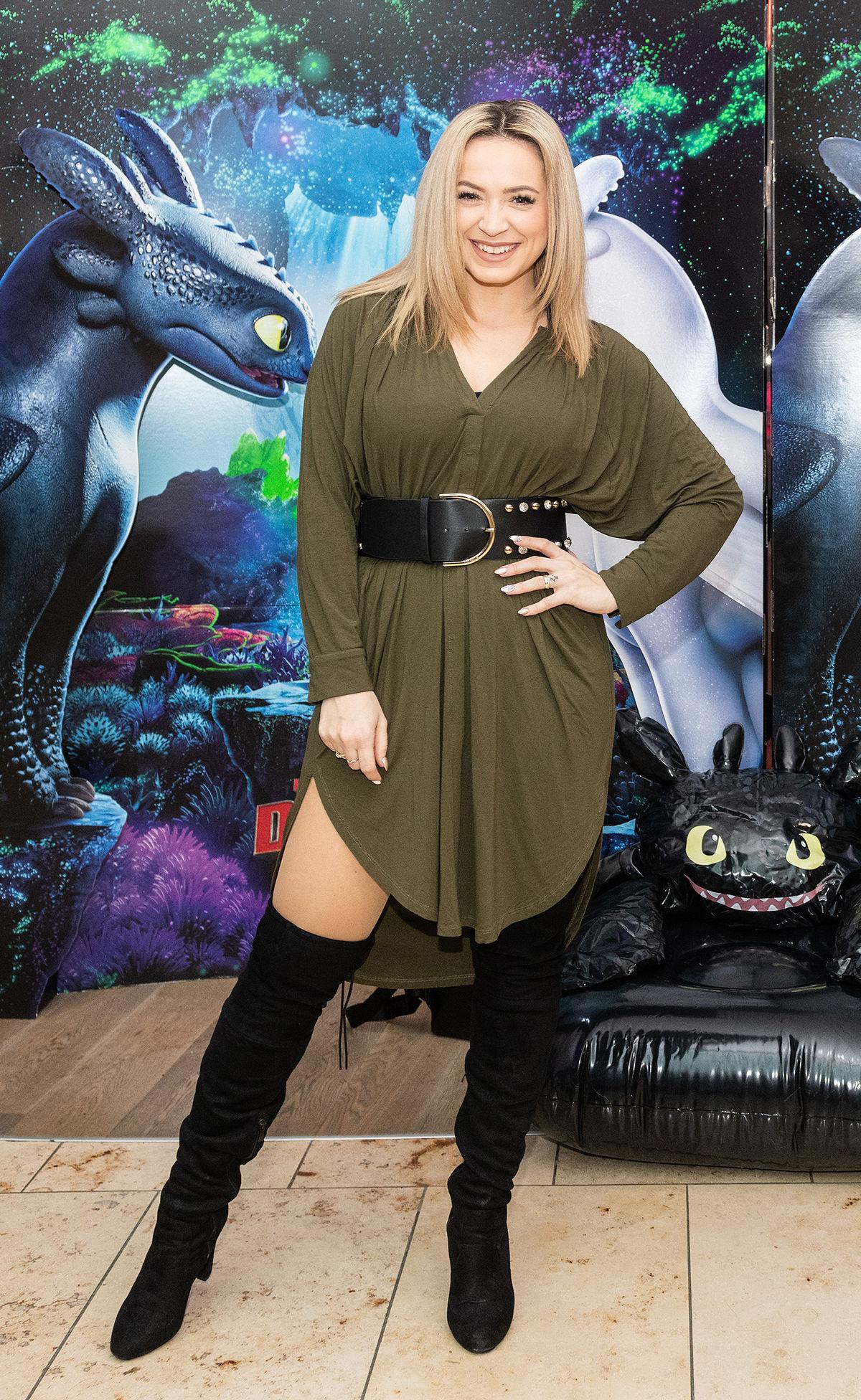 Speváčka Dominika Mirgová vzala na premiéru Ako...