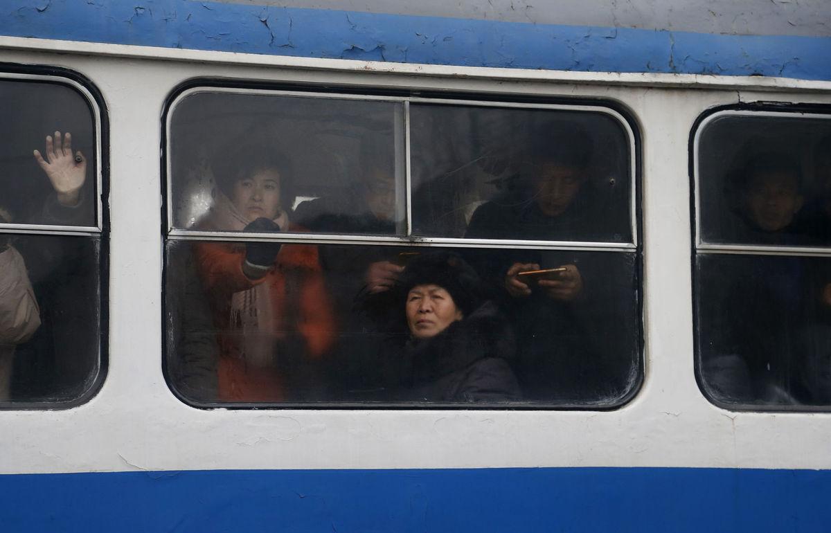 Severná Kórea, autobus, cestujúci, doprava, transport