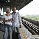 dôchodcovia, seniori, vlaky