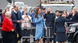 Princ William a jeho manželka Catherine  počas návštevy mesta Ballymena.