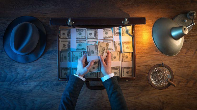doláre, kufrík, peniaze