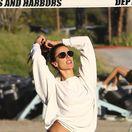 Brazílska modelka Alessandra Ambrosio počas zápasu plážového volejbalu s priateľmi.