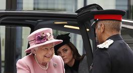 Britská kráľovná Alžbeta II. a vojvodkyňa Kate z Cambridge