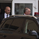 VIDEO: Kiska vypovedal pre údajné vydieranie Ficom, ten ho nazval plačkom