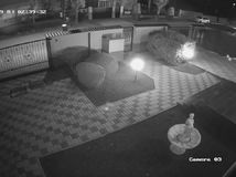 bezpečnostná kamera, napadnutie, policajné video