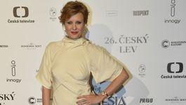 Herečka Jitka Schneiderová v pastelovej kreácii Victoria Beckham