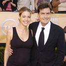 Herec Charlie Sheen a jeho exmanželka Denise Richards na archívnom zábere z roku 2005.