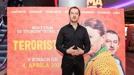Český herec Martin Hoffman si zahral vo filme Teroristka negatívnu postavu.