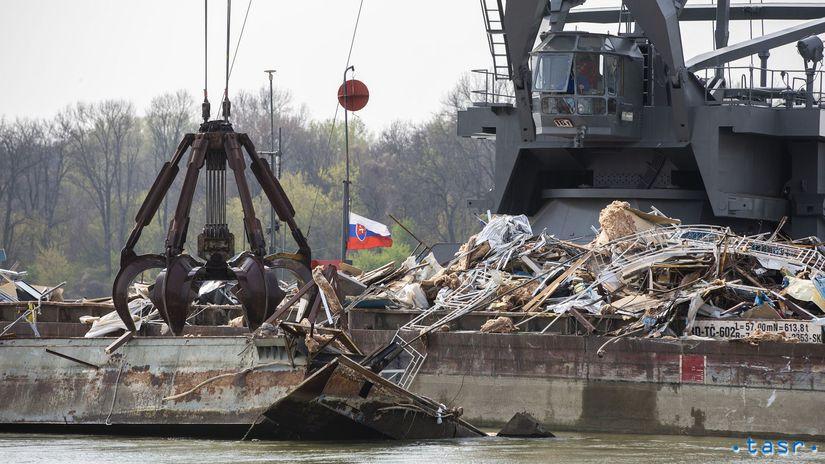 Bratislava Dunaj pontón Knajpa odstránenie...