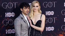 Nejbohatší televizní herečka randí s nejvíc sexy svobodným mládencem.