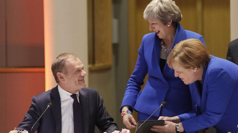 Mayová, Tusk, Merkelová, Belgicko EÚ Brexit Summit