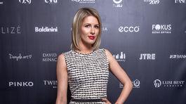 Moderátorka Miriam Kalisová v šatách z kolekcie 100 od Michaely Ľuptákovej.