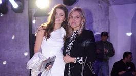 Na akcii Eurovea Fashion Forward nechýbala ani riaditeľka Miss Slovensko Karolína Chomisteková, ktorá prišla s mamou.