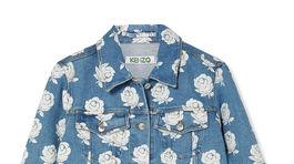 Džínsová bunda s potlačou kvetín z dielne značky Kenzo. Predáva Net-a-porter.com za 450 eur.