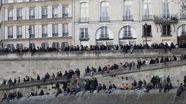 francúzsko, paríž, notre-dame, seina, požiar, ľudia