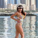 Britská modelka a bývalá Miss Veľká Británia Danielle Lloyd na pláži v Dubaji.,