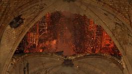 notre-dame, paríž, plamene, požiar, katedrála