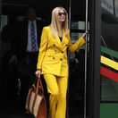 Poradkyňa amerického Bieleho domu Ivanka Trumpová vystupuje z autobusu na letisku v Addis Abebe.