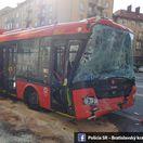 zrážka, autobus, trolejbus