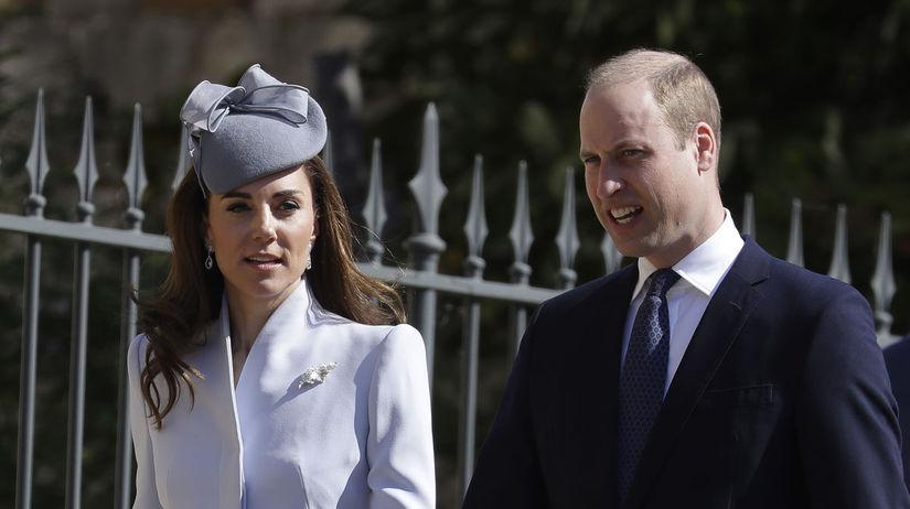 Princ William a jeho manželka Kate prichádzajú...