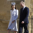 Princ William a jeho manželka Kate, vojvodkyňa z Cambridge prichádzajú na veľkonočnú omšu.