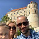 Slovenský spevák Robo Opatovský, jeho manželka Katarína a ich štvorročná dcéra Hanka počas trávenia sviatku Veľkej noci v Mikulove.