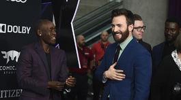 Herci Don Cheadle (vľavo) a Chris Evans mali veselú náladu.