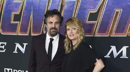 Herec Mark Ruffalo a jeho manželka Sunrise Coigney na premiére filmu Avengers: Endgame.