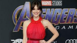 Herečka Elizabeth Henstridge na premiére filmu Avengers: Endgame.