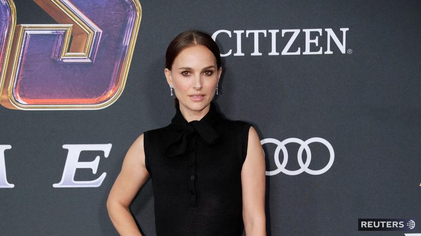 Herečka Natalie Portman prišla v kreácii Dior.
