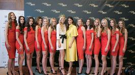 Finalistky Miss Slovensko 2019 a riaditeľka súťaže Miss Slovensko Karolína Chomisteková (uprostred) s minuloročnou víťazkou Dominikou Grecovou.