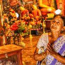Srí Lanka, útoky, budhistka, modliaca sa žena