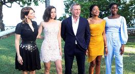 Lea Seydoux, Ana de Armas, herec Daniel Craig a herečky Naomie Harris a Lashana Lynch