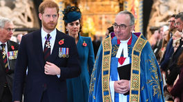Princ Harry a a kardinál John Hall odchádzajú z bohoslužby pri príležitosti Anzac Day vo Westminsterskom opátstve v Londýne.