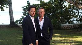 Režisér Cary Joji Fukunaga (vľavo) a Daniel Craig, ktorý si opäť zahrá Jamesa Bonda.