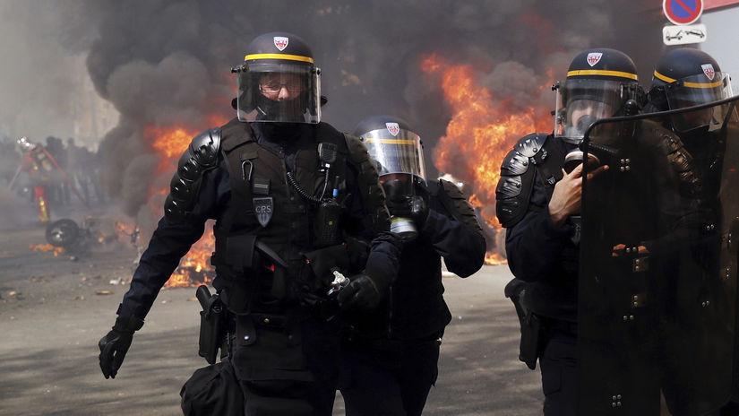 Francúzsko / protest / polícia / samovraždy...