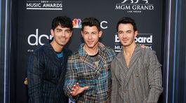 Bratské trio Joe Jonas, Nick Jonas a Kevin Jonas.