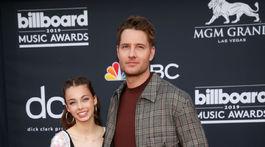 Herec Justin Hartley prišiel aj s dcérou Isabellou Justice Hartleyovou.