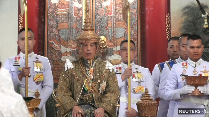 kráľ  Mahu Vatčirálongkón, thajsko, korunovácia