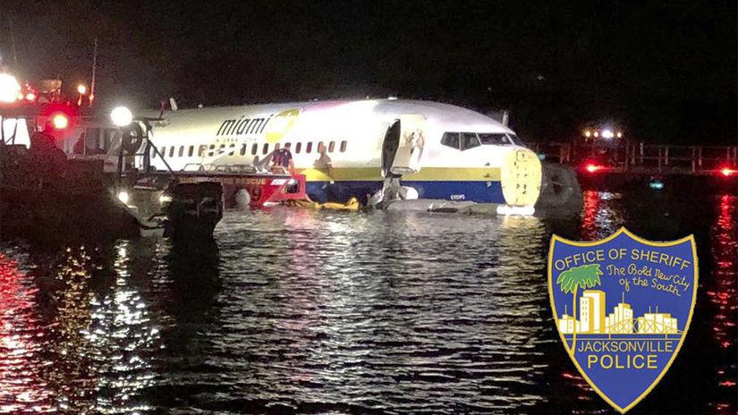 USA, nehoda lietadlo, boeing 737, rieka, florida