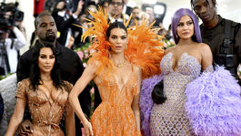 Corey Gamble, Kris Jenner, Kim Kardashian Kanye West, Kendall Jenner, Kylie Jenner a Travis Scott