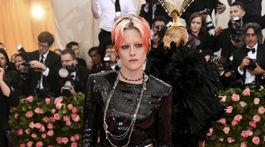 Herečka Kristen Stewart v kreácii Chanel.