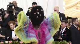 Herečka Lupita Nyong'o prišla v kreácii Atelier Versace.