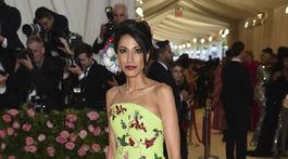 Huma Abedin prišla v kreácii Schiaparelli Haute Couture.