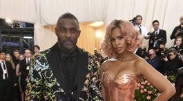 Novomanželia Idris Elba a Sabrina Dhowre.