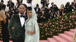 Speváčka Alicia Keys v kreácii Carolina Herrera a jej manžel Swizz Beatz.